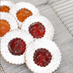 Oversize jam cookies