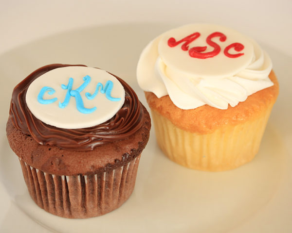 Fondant Disk with Initials Cupcakes
