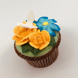Shoshana Bouquet with Dove cupcake