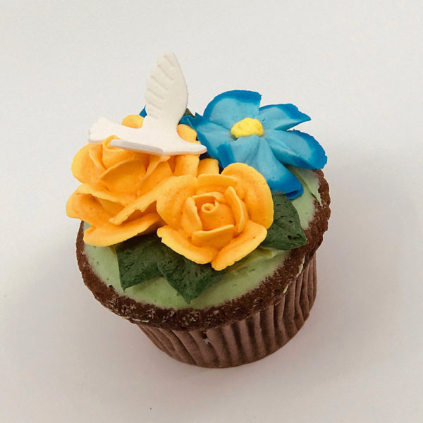 Shoshana Bouquet with Dove cupcake